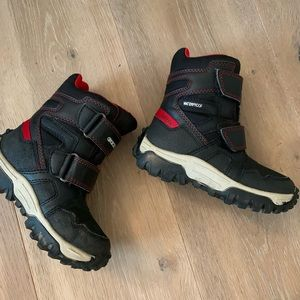 Geox winter boots for boy size 9 US